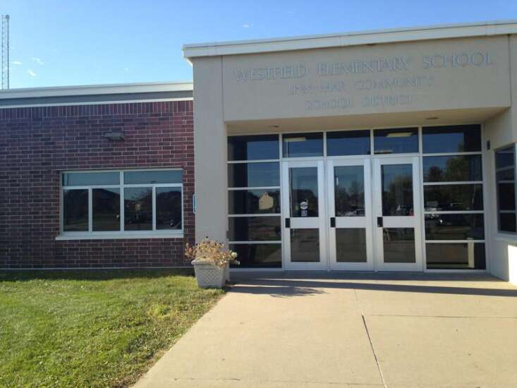 Linn-Mar students in pre-K through sixth now required to wear masks