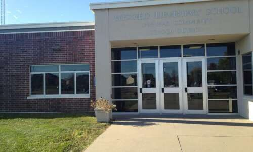 Linn-Mar requiring masks for students in 6th grade and under