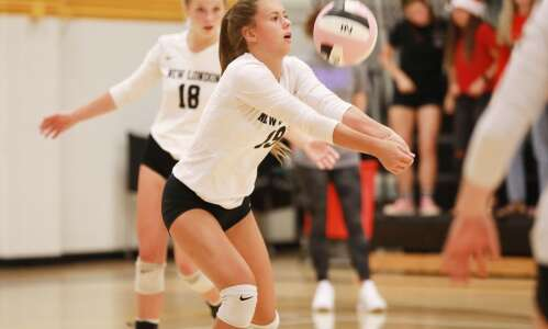 New London 2-1 at Muscatine volleyball tournament
