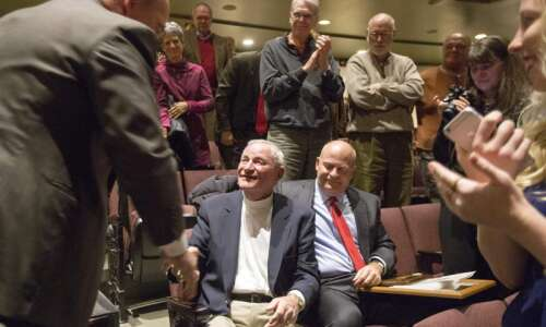 In a role-reversal, Cedar Rapids honors Bill Quinby