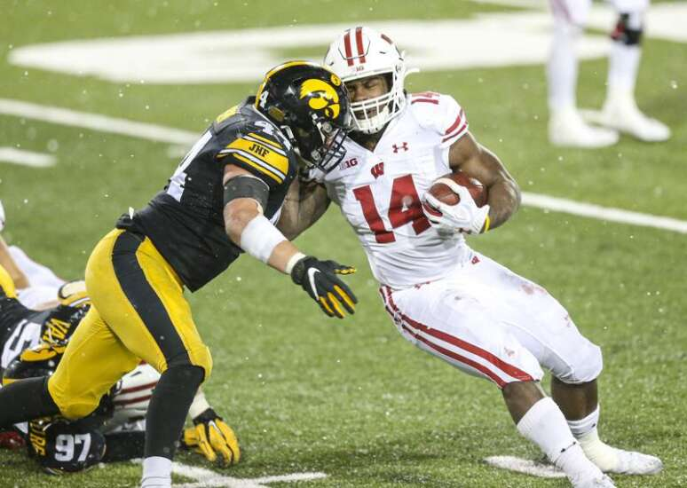 Vegas says Wisconsin, Iowa 1-2 in Big Ten West