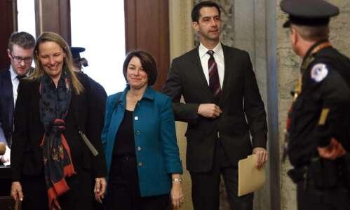 Amy Klobuchar, Elizabeth Warren pick up endorsements from Iowa legislators…