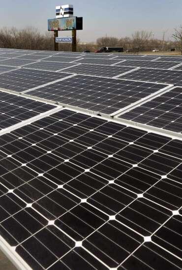 Solarize program hits benchmark in Cedar Rapids, Linn County