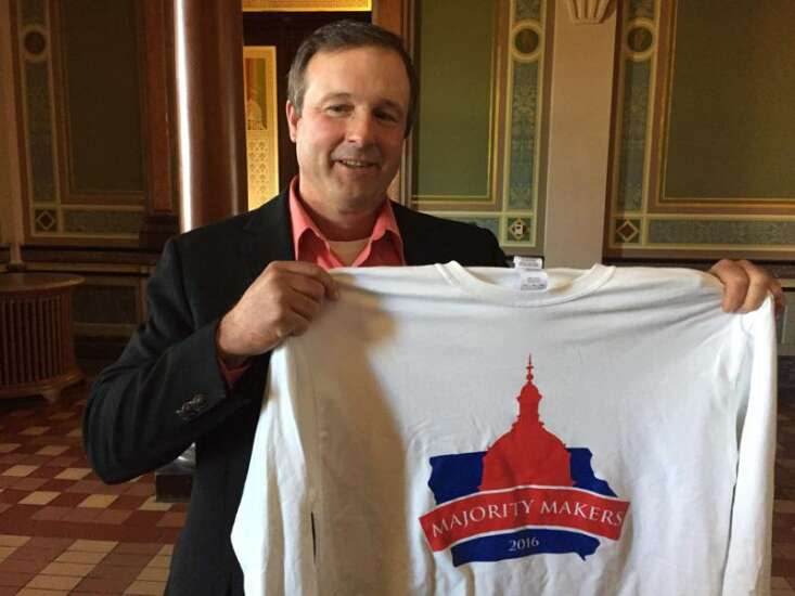 In stunner, Iowa Senate Majority Leader Bill Dix quits