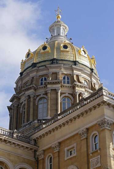 Iowa lawmakers pass abortion amendment