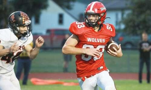 Homecoming: Winfield-Mount Union wallops Iowa Valley