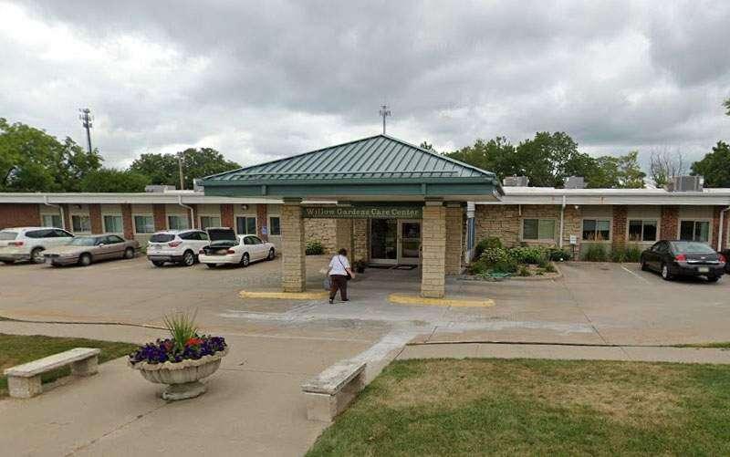 Only 12% of Iowa nursing homes meet staff COVID-19 vaccine standard