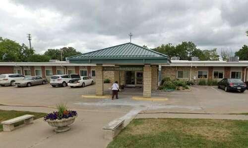 Only 12% of Iowa nursing homes meet staff vaccine standard