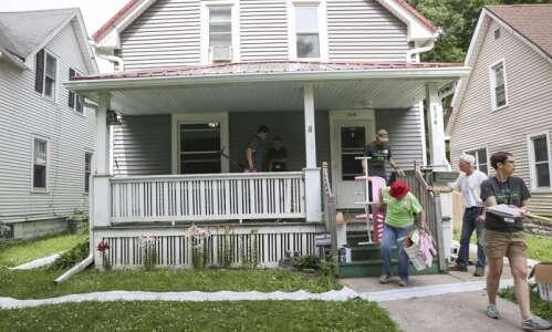 Cedar Rapids volunteers looking for homeowners to help