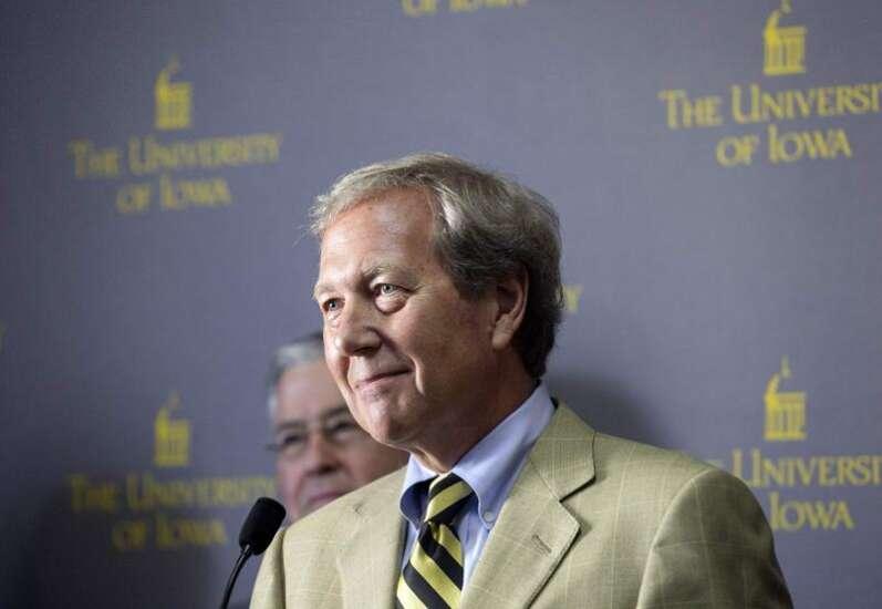 University of Iowa President Bruce Harreld retiring early