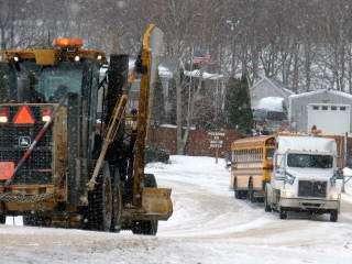 Roundup: Crash backs up I-380 near Highway 30; Linn-Mar bus…