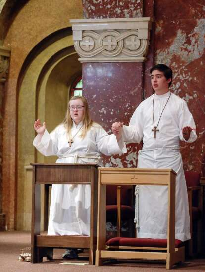 Iowa becomes 38th state in teen's goal to altar serve in every state