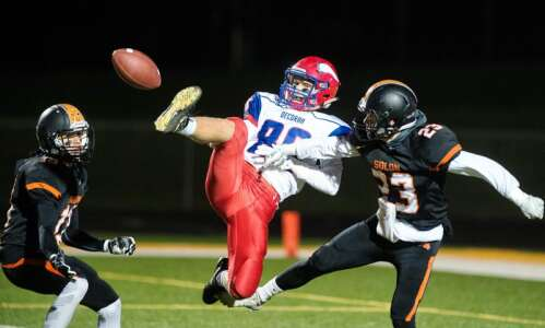 Solon pounds Decorah in 3A playoff opener, 34-2
