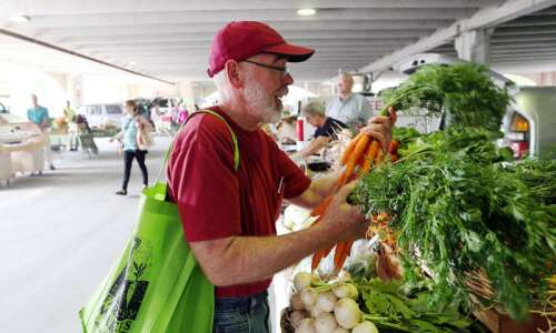 City of Iowa City plans return of in-person Farmers Market