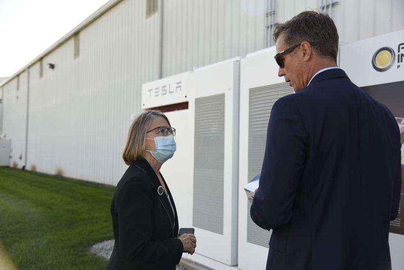 Congressional candidate checks out solar energy company and projects