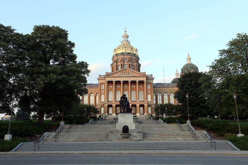Iowa House committee OKs 'back the blue' bill