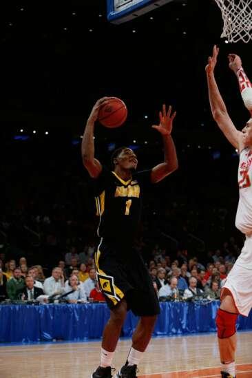 Iowa visuals: Basabe dunk, White video