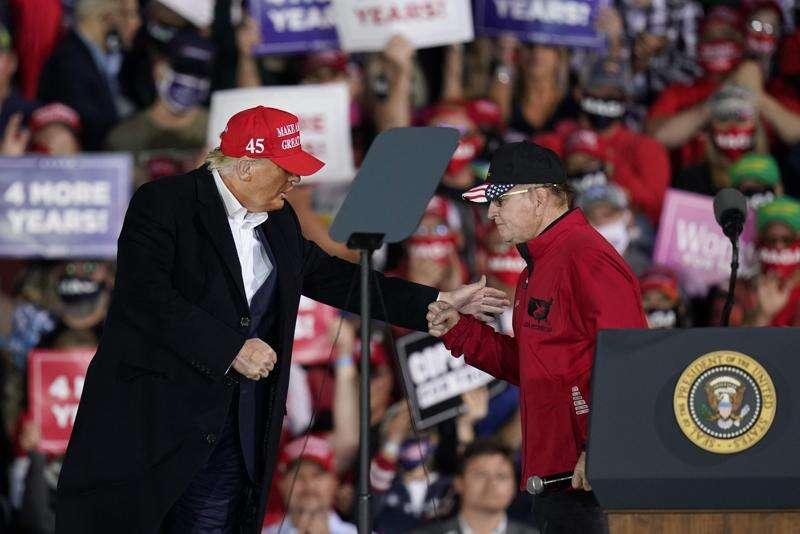 Trump in Iowa touts ethanol, farm policy