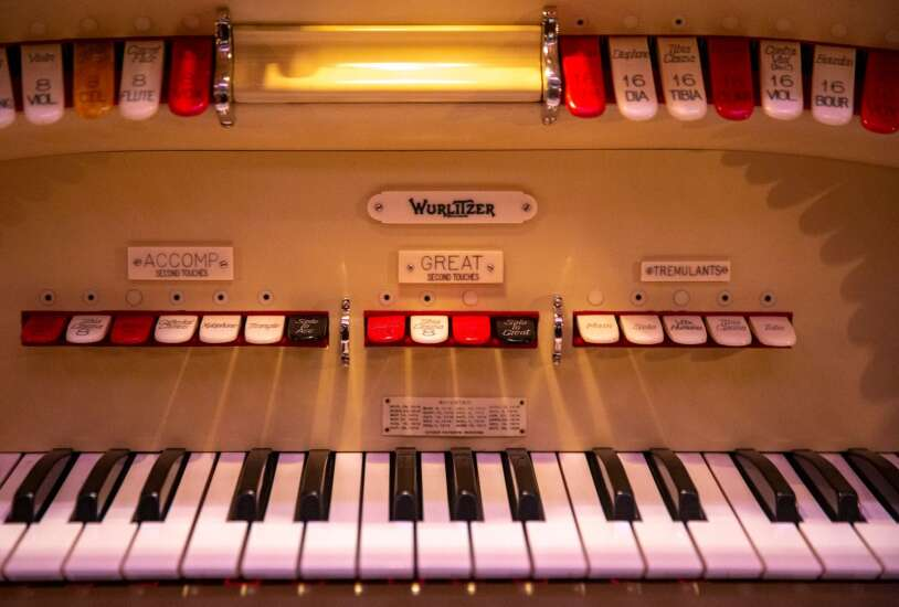 California organist with Iowa ties fires up Paramount's Mighty Wurlitzer for online concert
