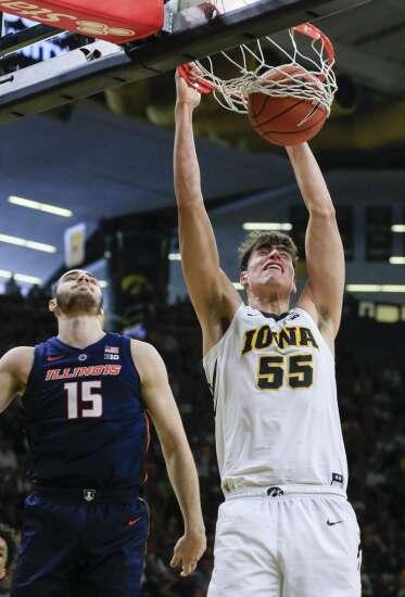 Illinois schooled by old-school Luka Garza and Iowa