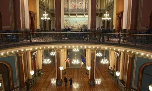 Branstad: Tight Iowa budget won't hurt commitments