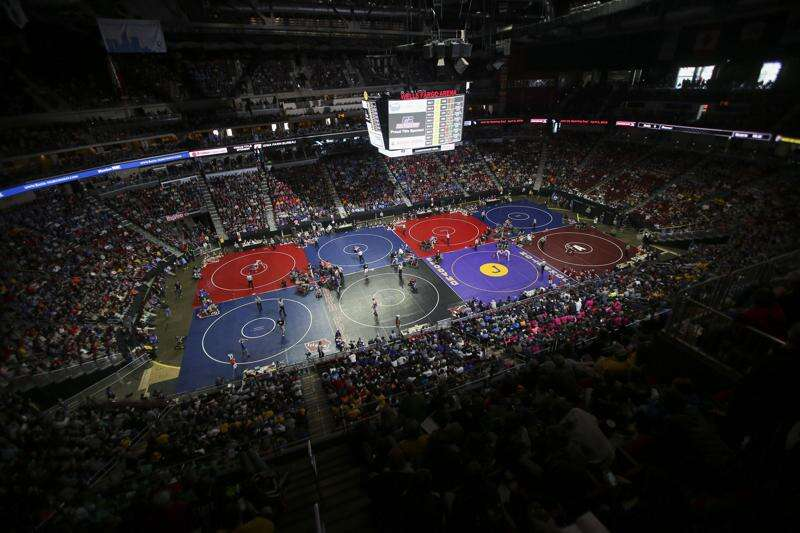 Iowa high school state wrestling notes: 2 girls qualify for IHSAA tournament in 2021