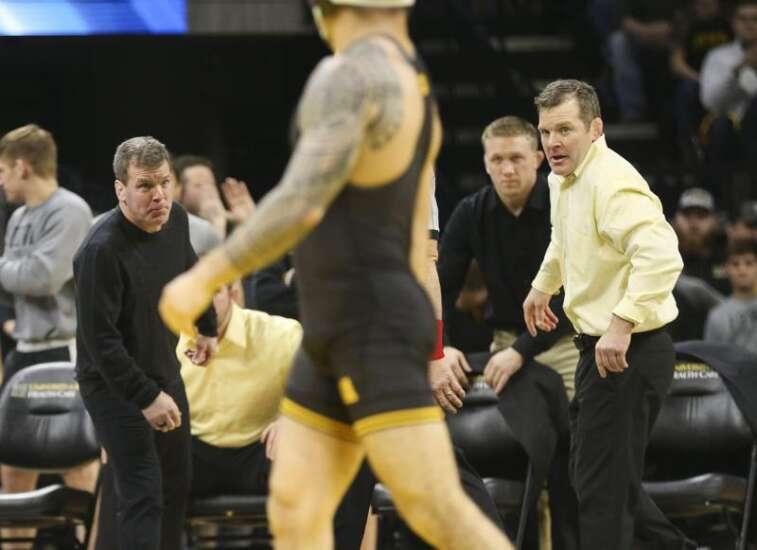 Iowa wrestling closes Big Ten dual slate it has dominated Saturday against Minnesota