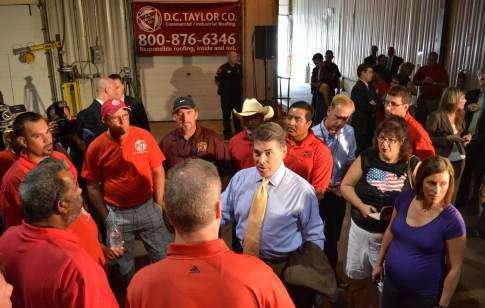 Perry talks jobs at Cedar Rapids company