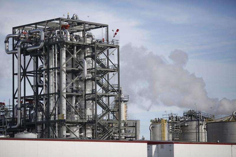 Sens. Joni Ernst, Chuck Grassley remind Biden of commitment to ethanol, biodiesel