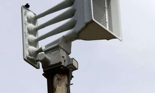 Linn County will accept sirens, pay $175,000 annually for maintenance