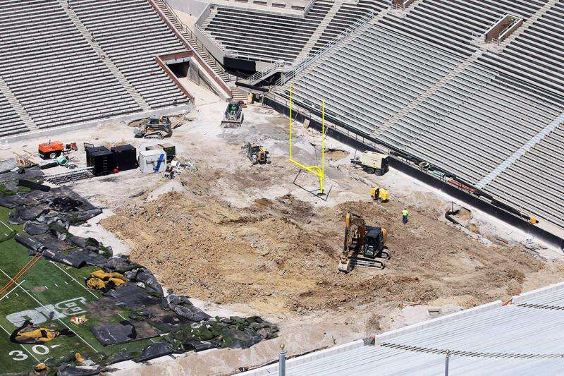 UI to pay FieldTurf $478,000 to replace Kinnick field after flooding