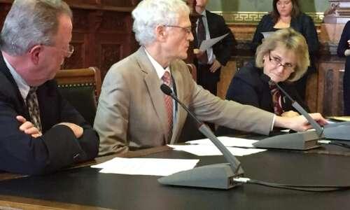 Iowa budget chief Dave Roederer to retire