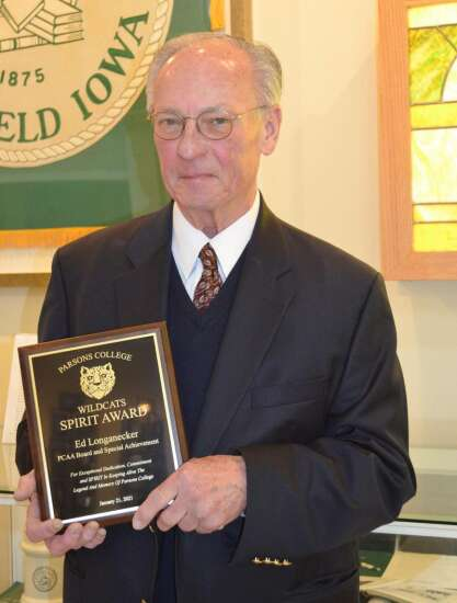 Mt. Pleasant's Longanecker receives Parsons College Spirit Award