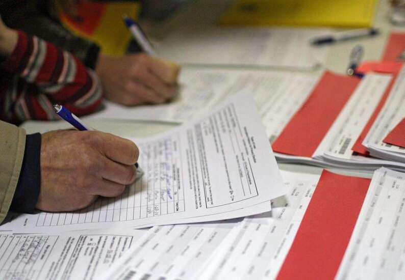 ISU poll suggests Iowa Democrats eliminating bottom-tier candidates