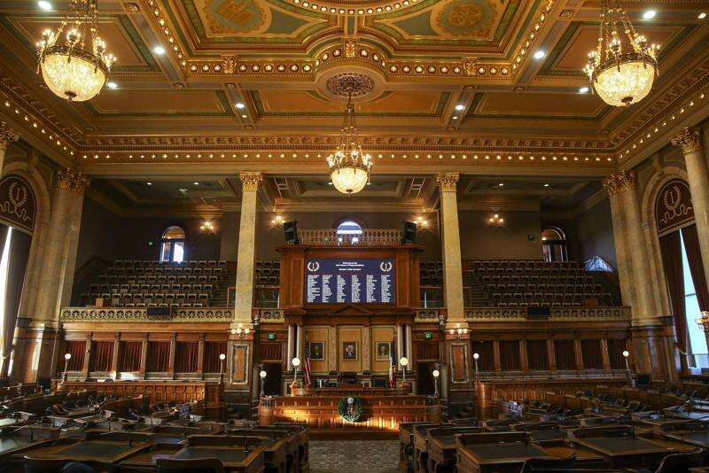 Bill would bar Iowa universities from spending nonstate money without state government approval
