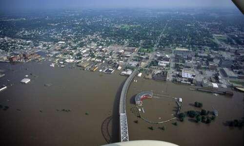 Despite flooding risks in Midwest, riverfront development presses on