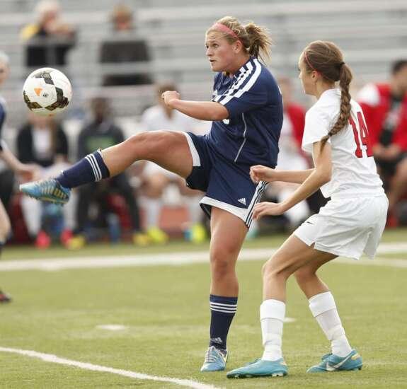 Trio of Iowa City Regina girls' soccer players pick colleges