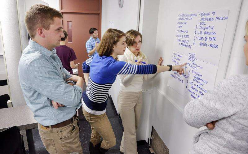 Accreditor suggests improvements for University of Iowa business college