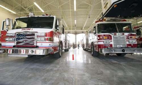 Fire destroys neighboring garages in Cedar Rapids