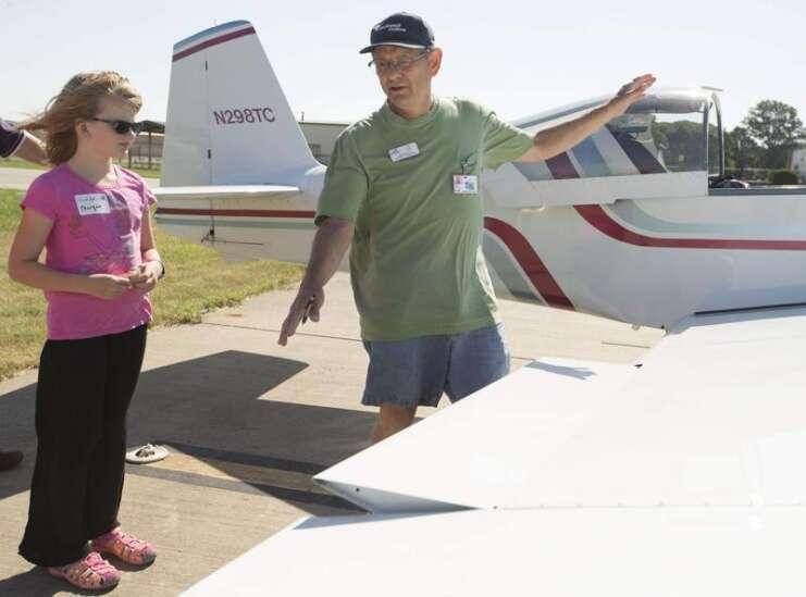 Volunteer pilots help develop love of flying in youth in Iowa City