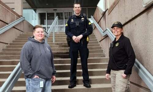 Cedar Rapids police expand program for responding to mental health…
