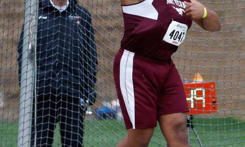 Tristan Wirfs climbs to No. 5 all-time in the discus