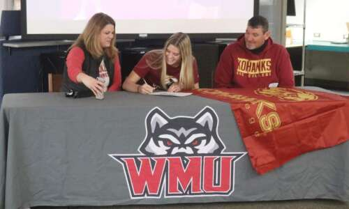 Buffington signs with Coe College