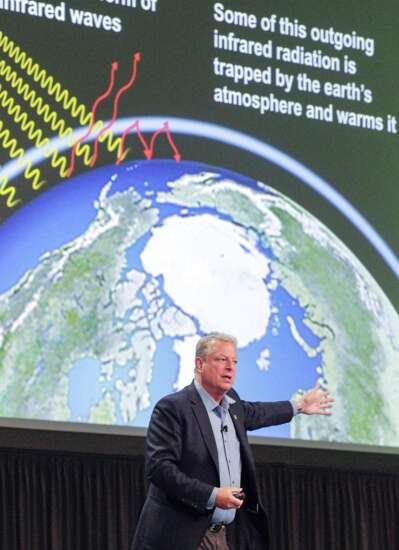 Al Gore urges Iowans to make climate change an issue