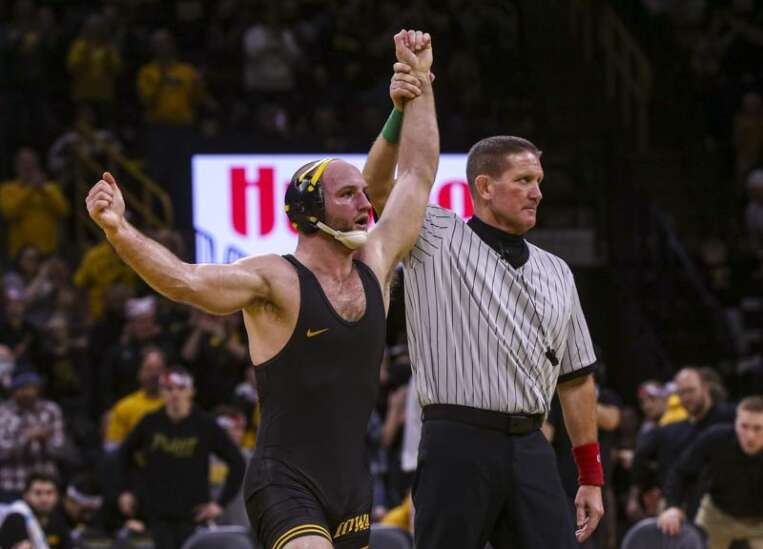 Alex Marinelli aims for 3rd Big Ten wrestling title, with bigger picture in mind