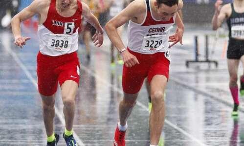 Drake Relays: Linn-Mar's Ryan Murphy earns a photo-finish 1,600-meter title