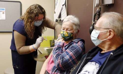 With a rush for appointments, Linn County begins vaccination for…