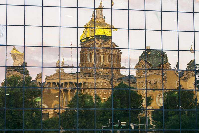 Does Iowa's auditor need to be an accountant?