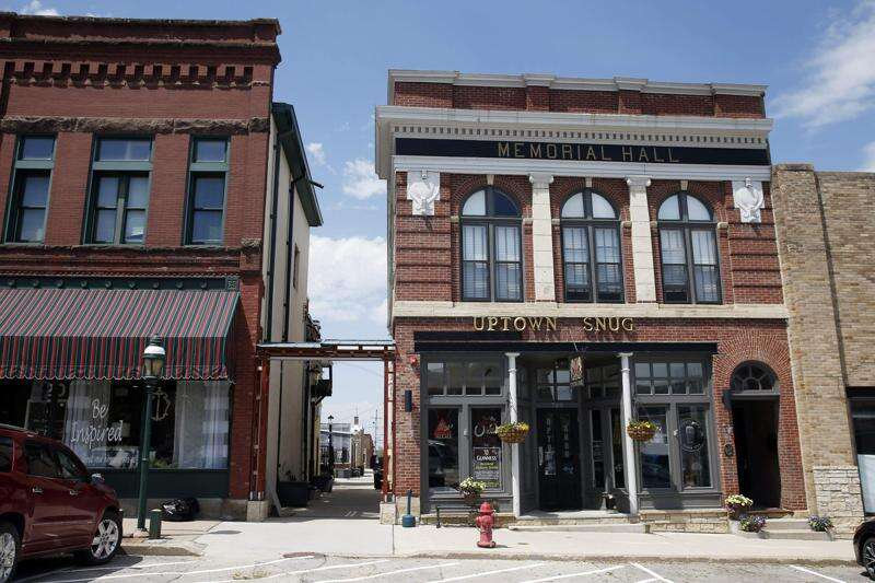 Marion residents more comfortable eating outdoors, shopping sidewalk sales