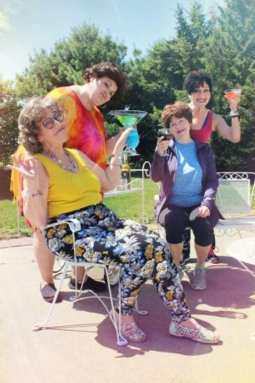 'Savannah Sipping Society' blends comedy with cocktails at Old Creamery Theatre